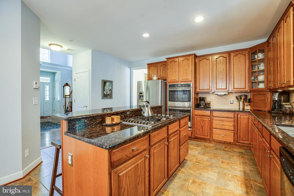 High Utility Counterspace w/built in Gas Cook top. - 56 KIRBY LN, STAFFORD