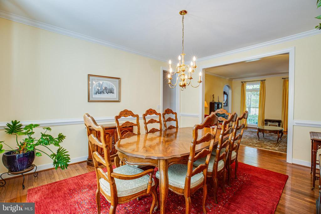 A treat for  those who still love Formal Dining. - 56 KIRBY LN, STAFFORD