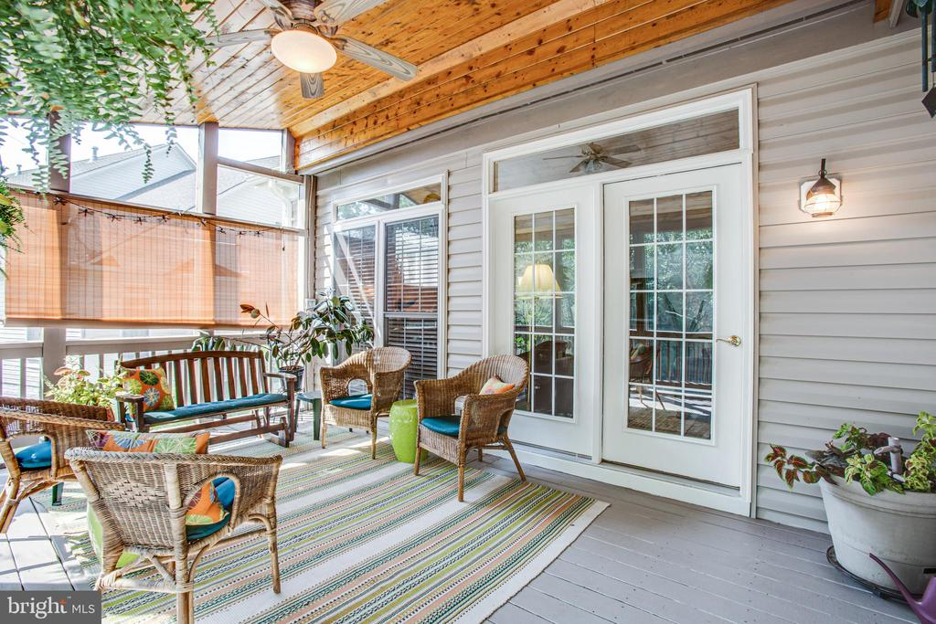 Screened in porch complete w/Wood plank ceiling - 56 KIRBY LN, STAFFORD