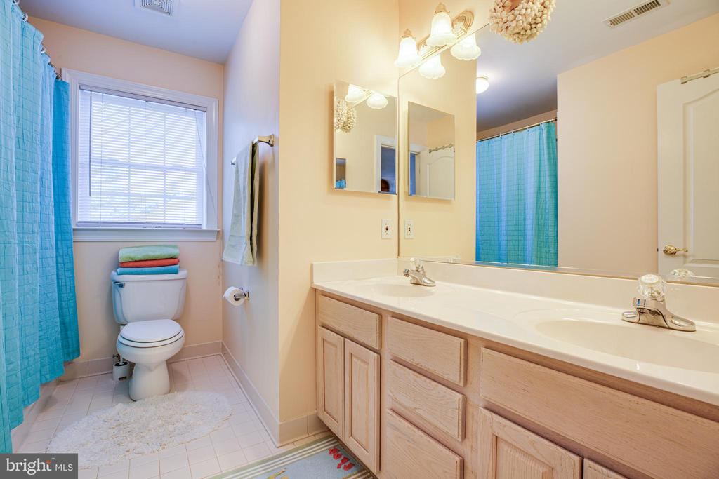 Full bath to accommodate all on second floor. - 56 KIRBY LN, STAFFORD