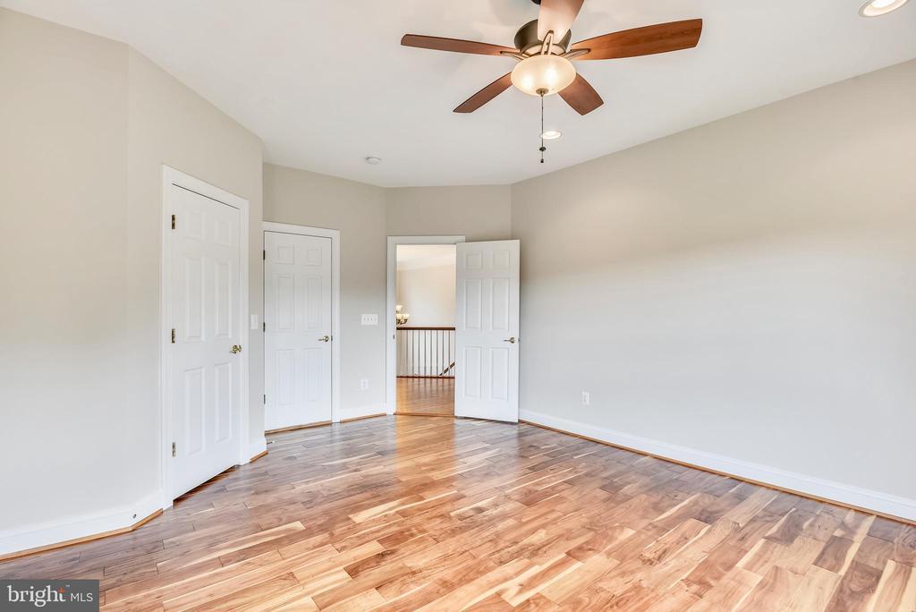 Upper Level Bedroom - 38529 BROADOAK PL, HAMILTON