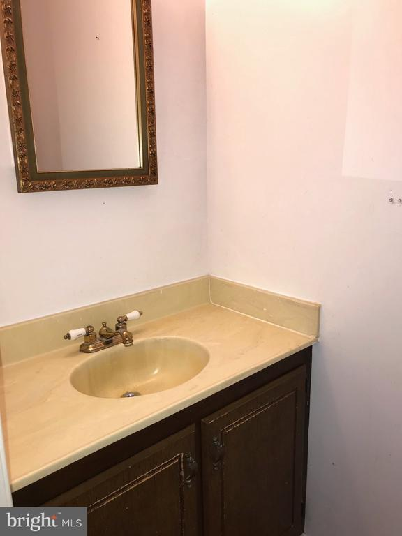Half Bath - 1047-C MARGATE CT, STERLING