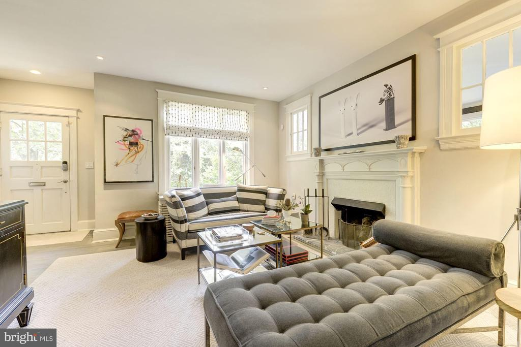 Bright living room with wooded views - 3610 QUEBEC ST NW, WASHINGTON