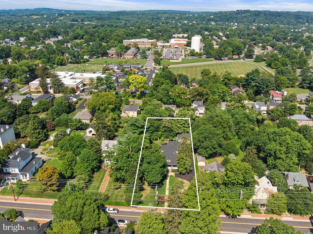 Amazing lot in the center of downtown Leesburg - 221 N KING ST, LEESBURG