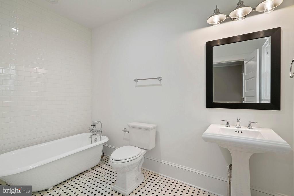 Bedroom 3 Full Bath - 221 N KING ST, LEESBURG