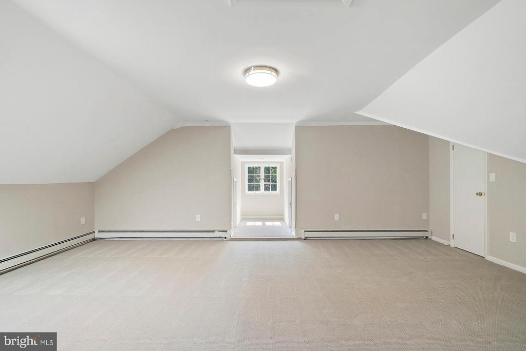 Upper Level 5th Bedroom or Living Suite - 221 N KING ST, LEESBURG