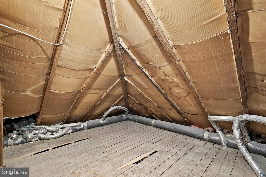 Upper Level Floored Storage Space - 221 N KING ST, LEESBURG