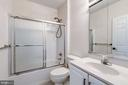 Upstairs full bathroom - 25288 MCINTYRE SQ, CHANTILLY