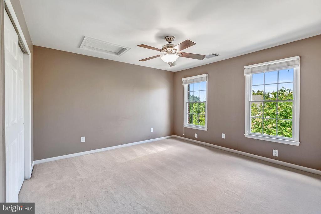 Bedroom 2 w/ Ceiling Fan & Double Closets - 43397 BALLANTINE PL, ASHBURN