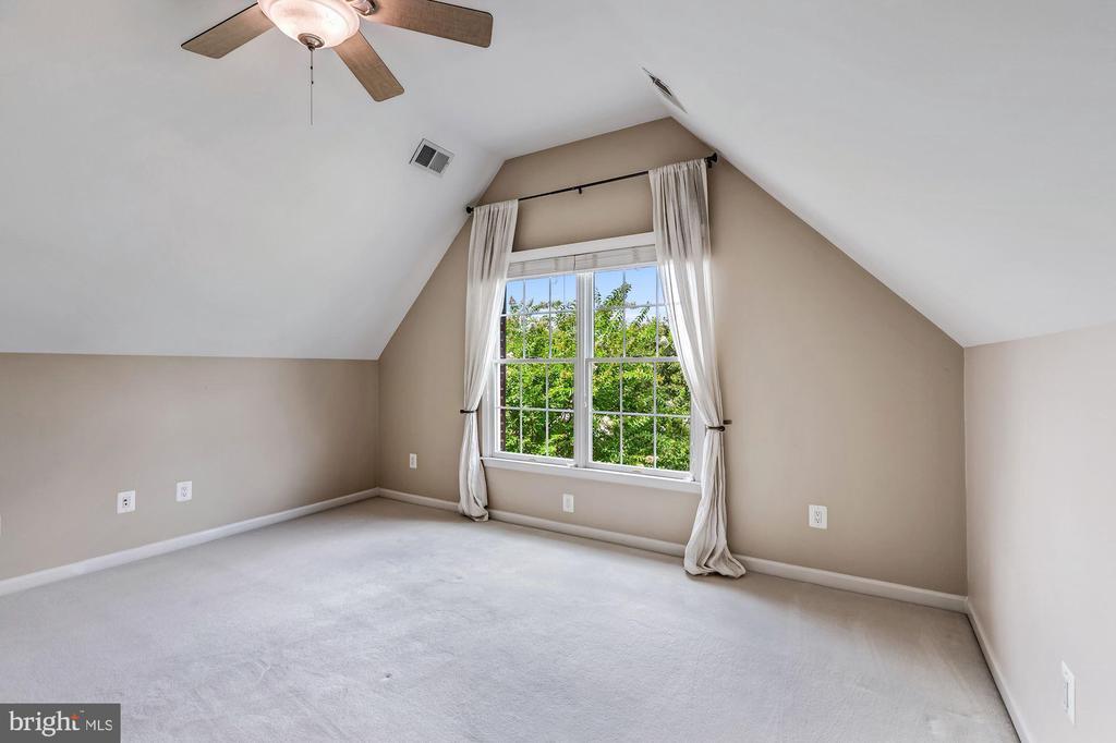 Bedroom 3 w/ Ceiling Fan - 43397 BALLANTINE PL, ASHBURN