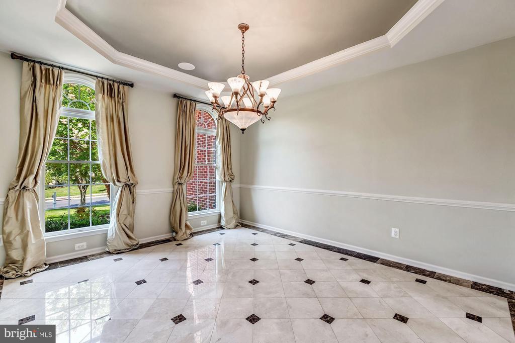 Formal Dining Room w/ Tray Ceiling - 43397 BALLANTINE PL, ASHBURN