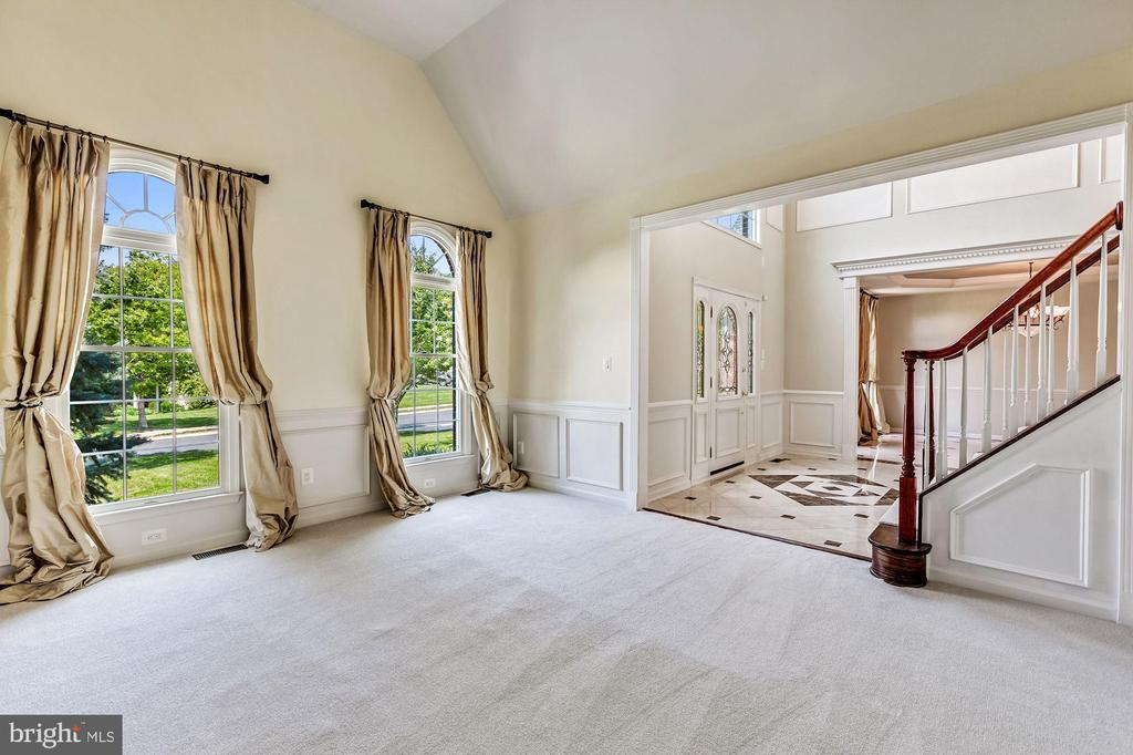 Living Room with Cathedral Ceilings - 43397 BALLANTINE PL, ASHBURN