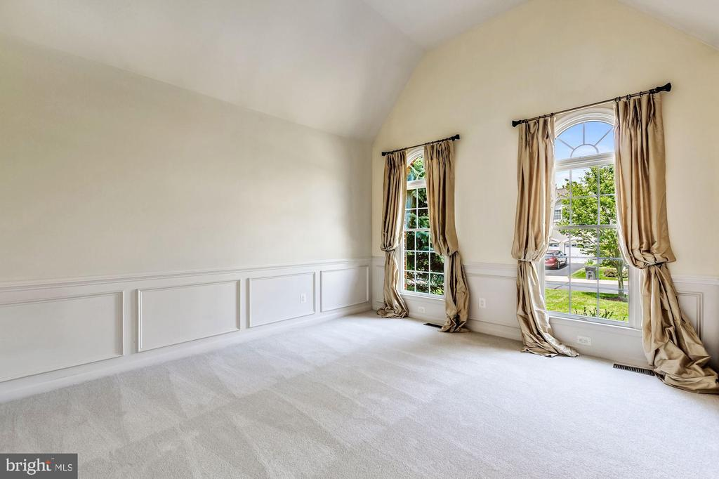 Living Room with Chair Rail & Shadow Box - 43397 BALLANTINE PL, ASHBURN