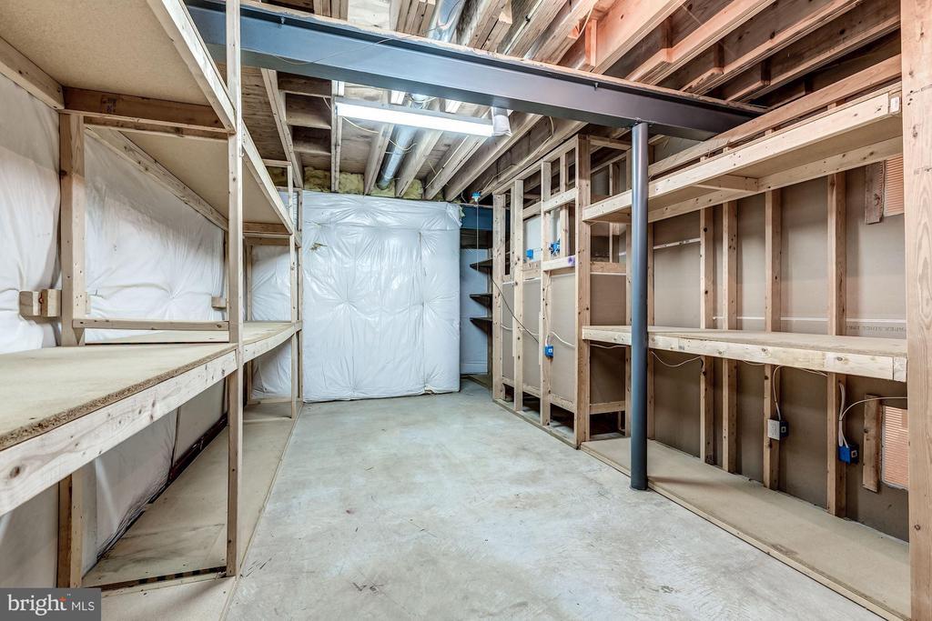 Plenty of Storage In Lower Level - 43397 BALLANTINE PL, ASHBURN