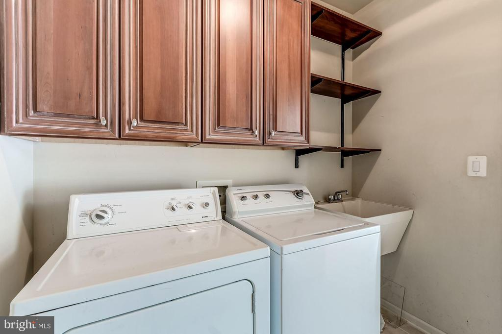 Great Laundry Room w/ Built in Cabinets - 43397 BALLANTINE PL, ASHBURN