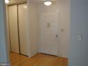 Hardwood entry foyer - 8370 GREENSBORO DR #510, MCLEAN