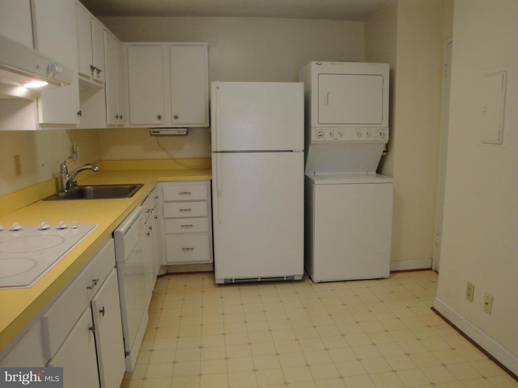 Kitchen - 8370 GREENSBORO DR #510, MCLEAN