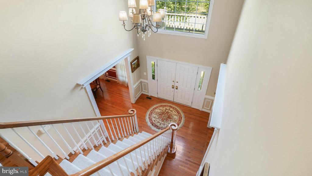 Two story foyer - 42531 LONGACRE DR, CHANTILLY