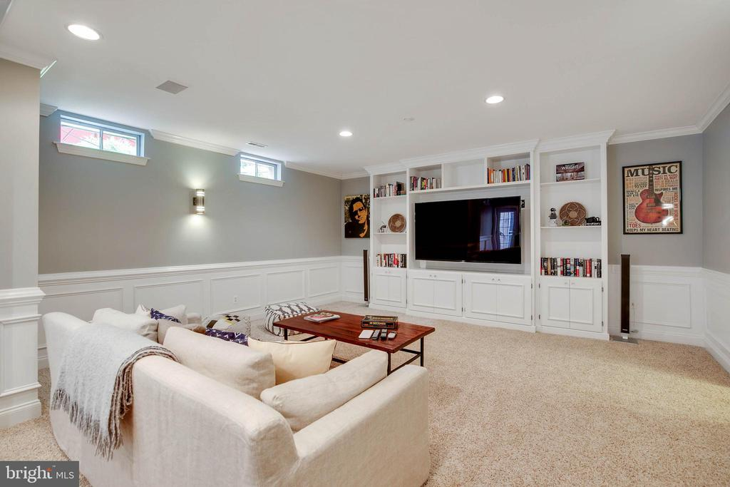 Spacious lower level rec room has built-ins. - 43353 VESTALS PL, LEESBURG