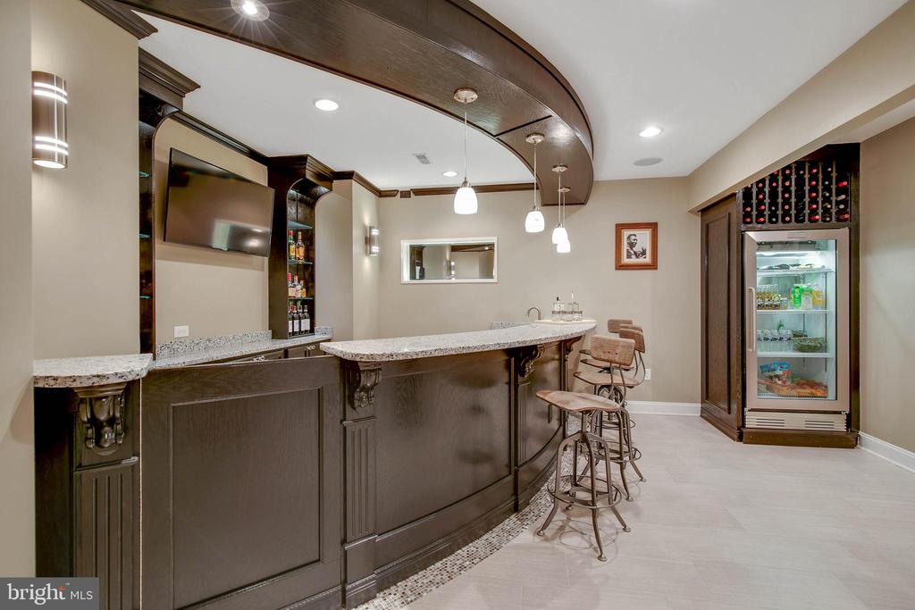 Amazing restaurant style entertaining Bar - 43353 VESTALS PL, LEESBURG