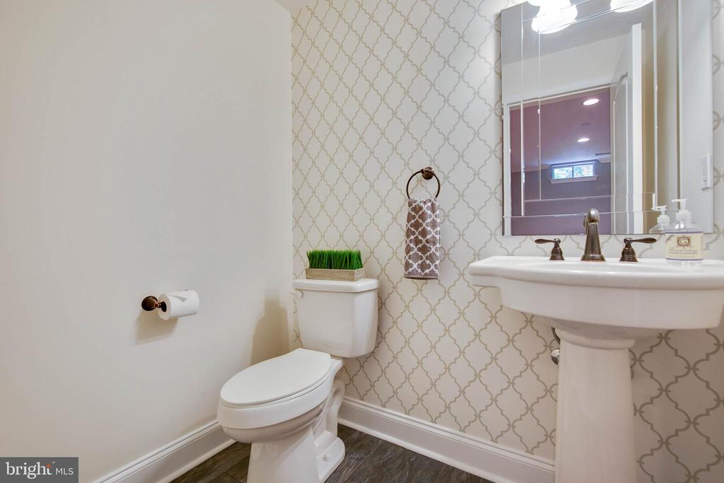 Lower level half bath - 43353 VESTALS PL, LEESBURG