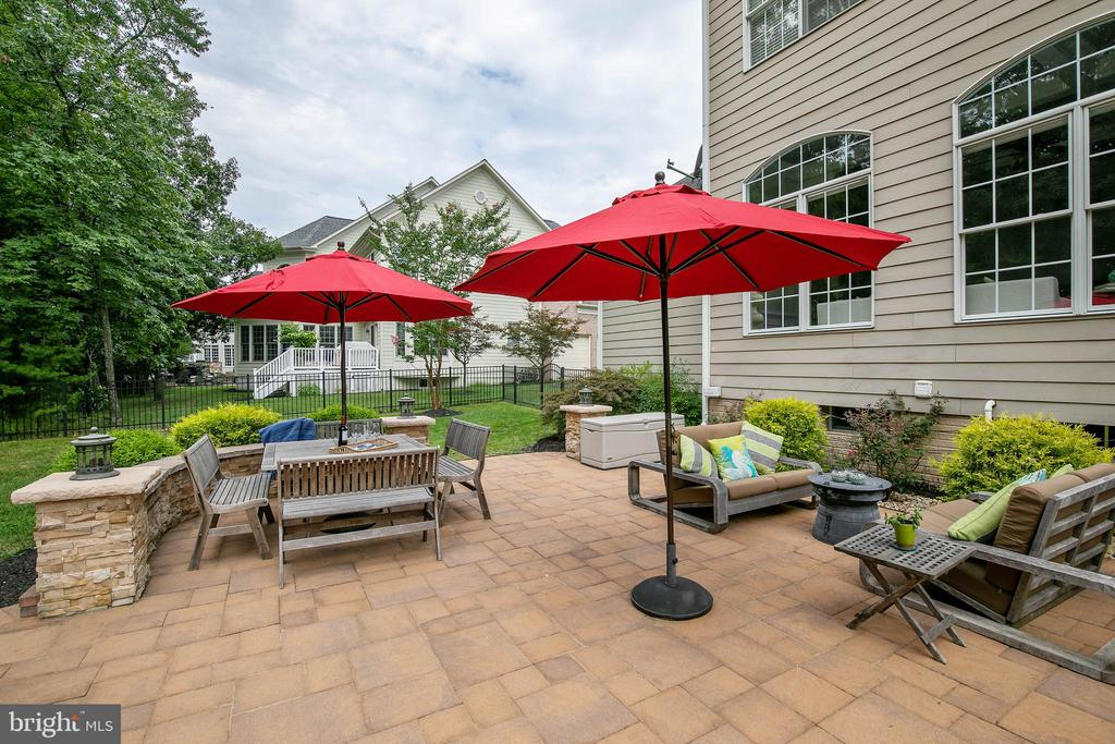 Large patio space offers a resort-like feel - 43353 VESTALS PL, LEESBURG