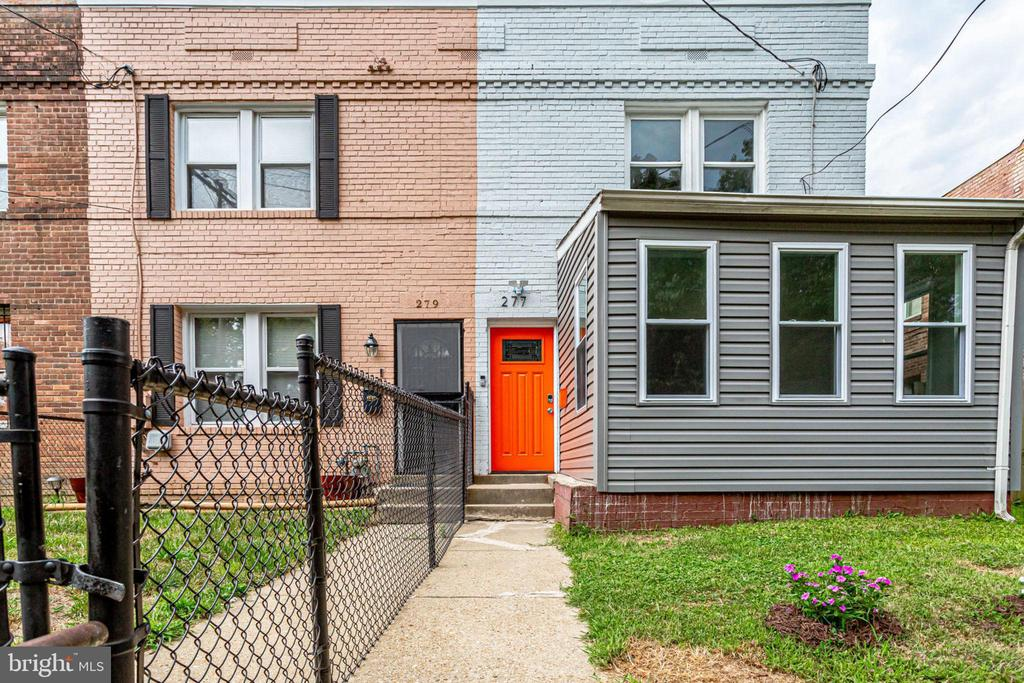 Don't you love the bright orange door? - 277 NEWCOMB ST SE, WASHINGTON