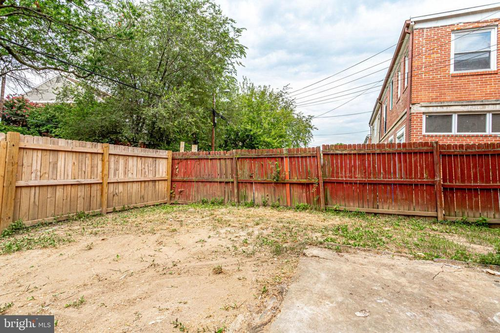 Backyard - could be used as a parking space - 277 NEWCOMB ST SE, WASHINGTON