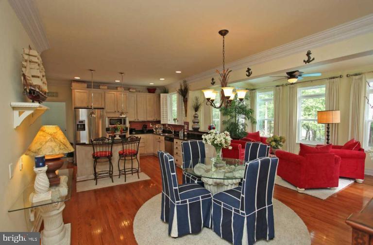 beautiful wood floors and dining areas x 2! - 504 CREEK CROSSING LN, GLEN BURNIE