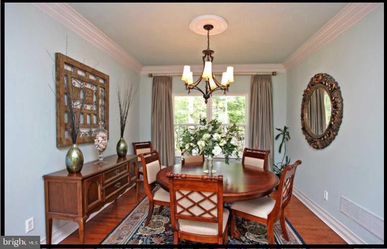 Exquisite Dining Room for entertaining. - 504 CREEK CROSSING LN, GLEN BURNIE