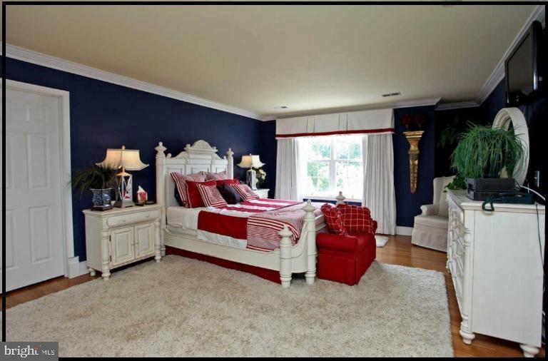 Stunning master suite with two walk-ins! - 504 CREEK CROSSING LN, GLEN BURNIE