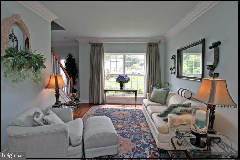 Drapes closed and you can rest! - 504 CREEK CROSSING LN, GLEN BURNIE