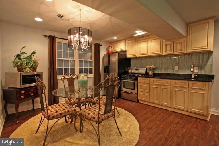 Kitchen in lower level - 504 CREEK CROSSING LN, GLEN BURNIE