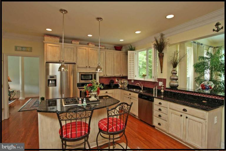 Beautiful kitchen with stainless appliances - 504 CREEK CROSSING LN, GLEN BURNIE