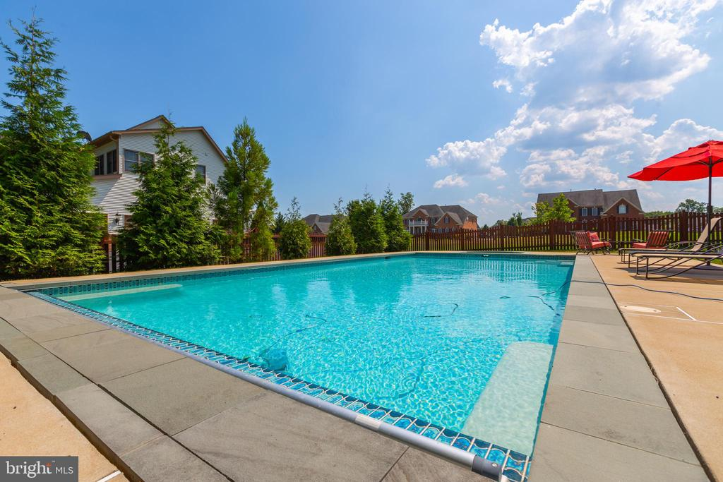 Outdoor Salt Water Pool with Electric Pool Cover - 9520 PENIWILL DR, LORTON
