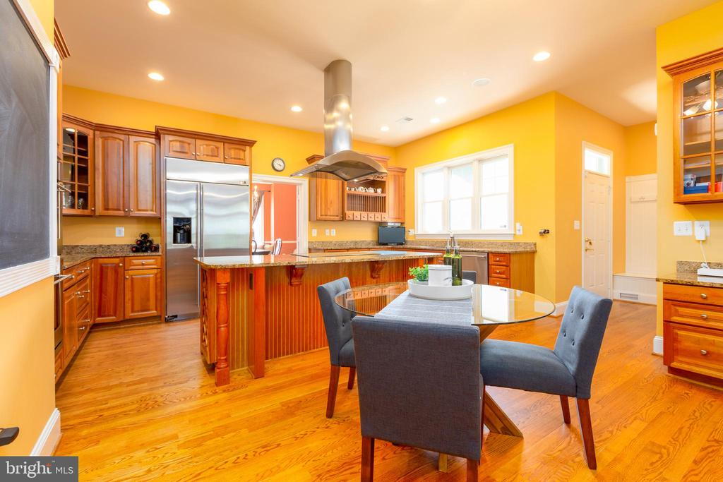 Bright, Airy Eat in Kitchen - 9520 PENIWILL DR, LORTON