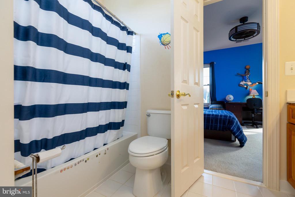Jack & Jill Bath for Bedrooms 1 & 2 - 9520 PENIWILL DR, LORTON