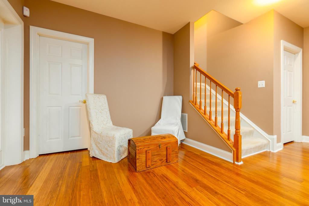 Lower Level Sitting Area - 9520 PENIWILL DR, LORTON