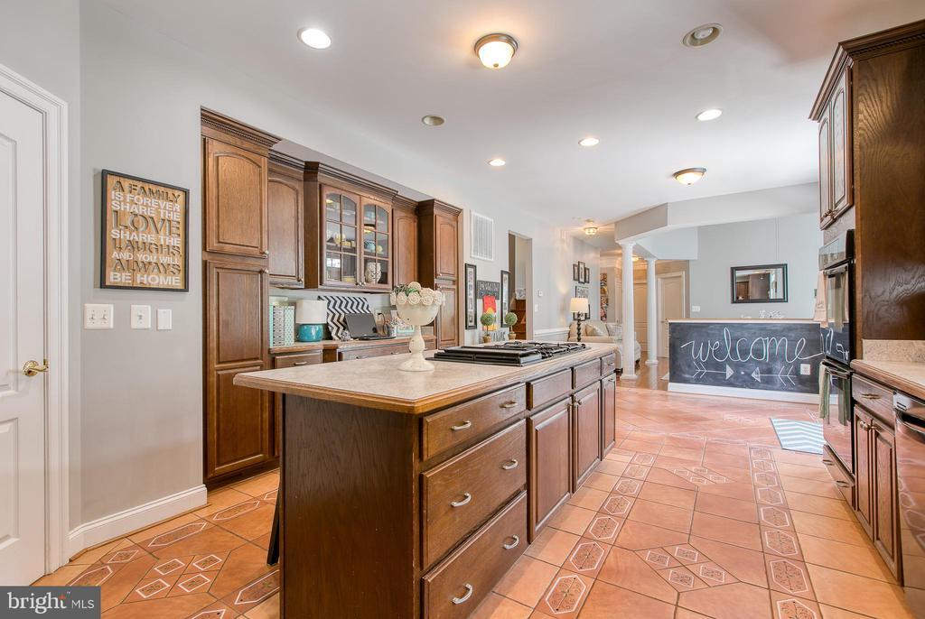 Cabinets, cabinets, cabinets YES!!! - 75 TOM JENKINS RD, FREDERICKSBURG