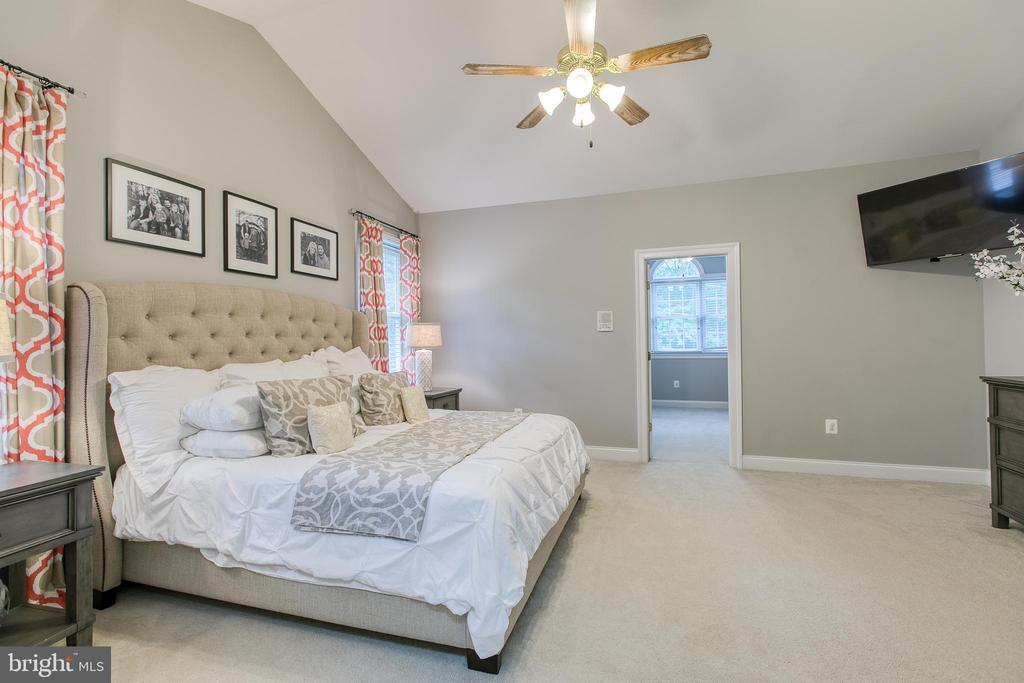 Master bedroom with bonus room - 75 TOM JENKINS RD, FREDERICKSBURG
