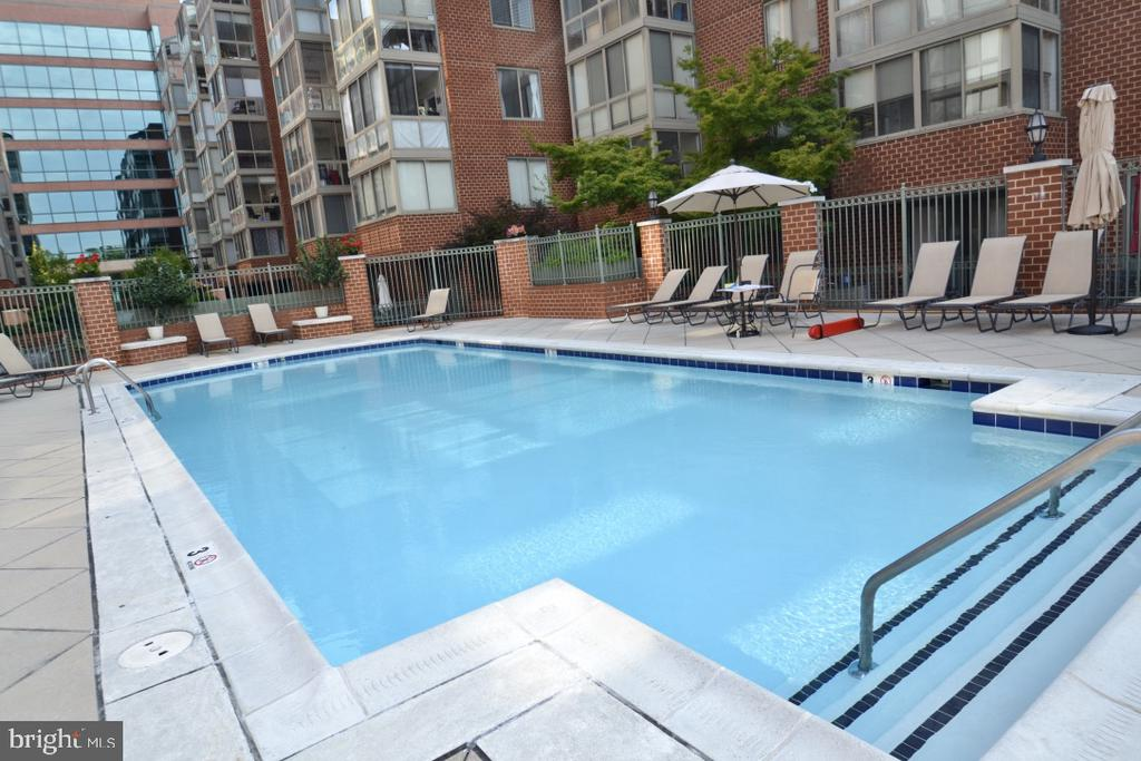 Out your back door - 1045 N UTAH ST #2-103, ARLINGTON