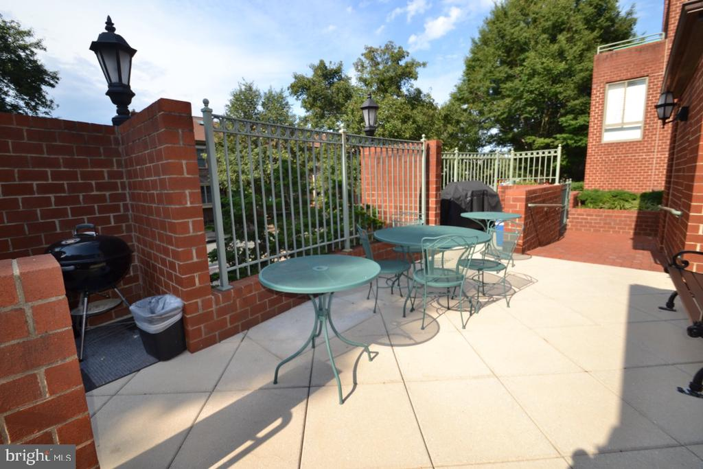 BBQ and Relaxation - 1045 N UTAH ST #2-103, ARLINGTON