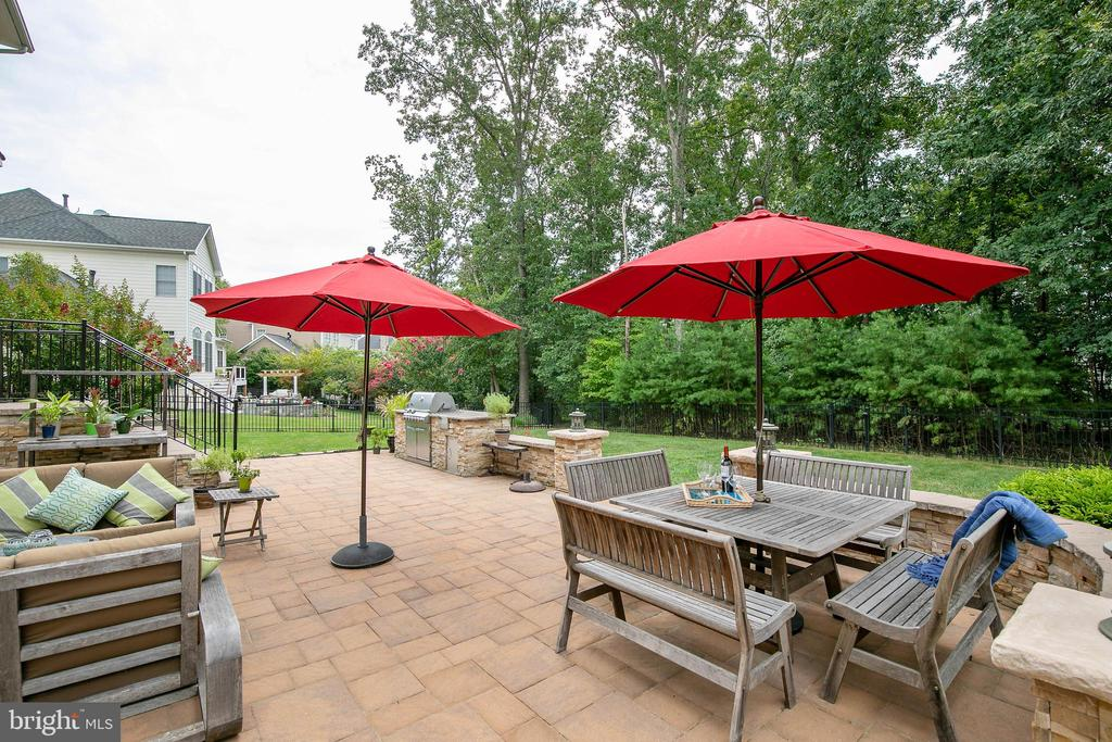 Patio is a great place to relax! - 43353 VESTALS PL, LEESBURG