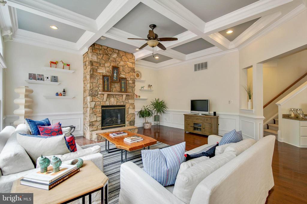 Hardwood flooring continues in Family Room - 43353 VESTALS PL, LEESBURG