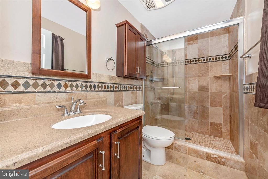 Master Bathroom - 11820 BROWNINGSVILLE RD, MONROVIA