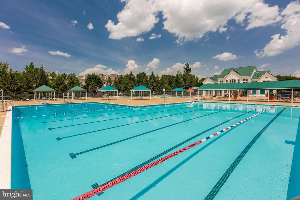 Community Pool - 43397 BALLANTINE PL, ASHBURN