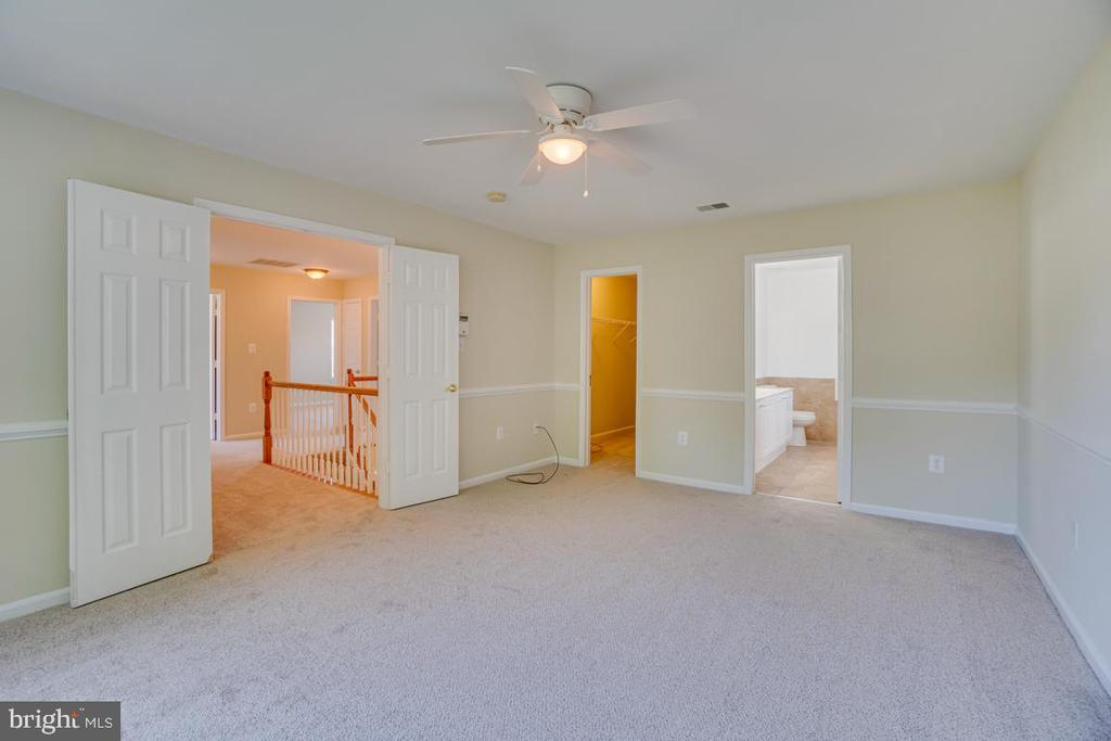 Master Bedroom with Chair Molding - 31 FULTON DR, STAFFORD