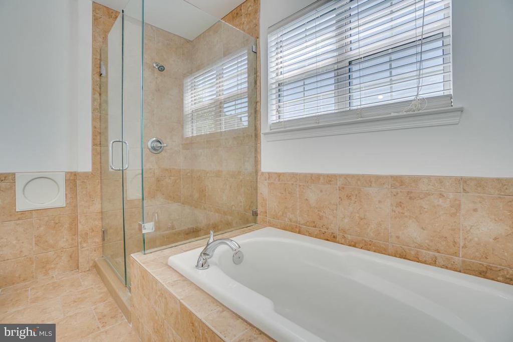 Master Bath w/ Sep Shower and Garden Tub - 31 FULTON DR, STAFFORD