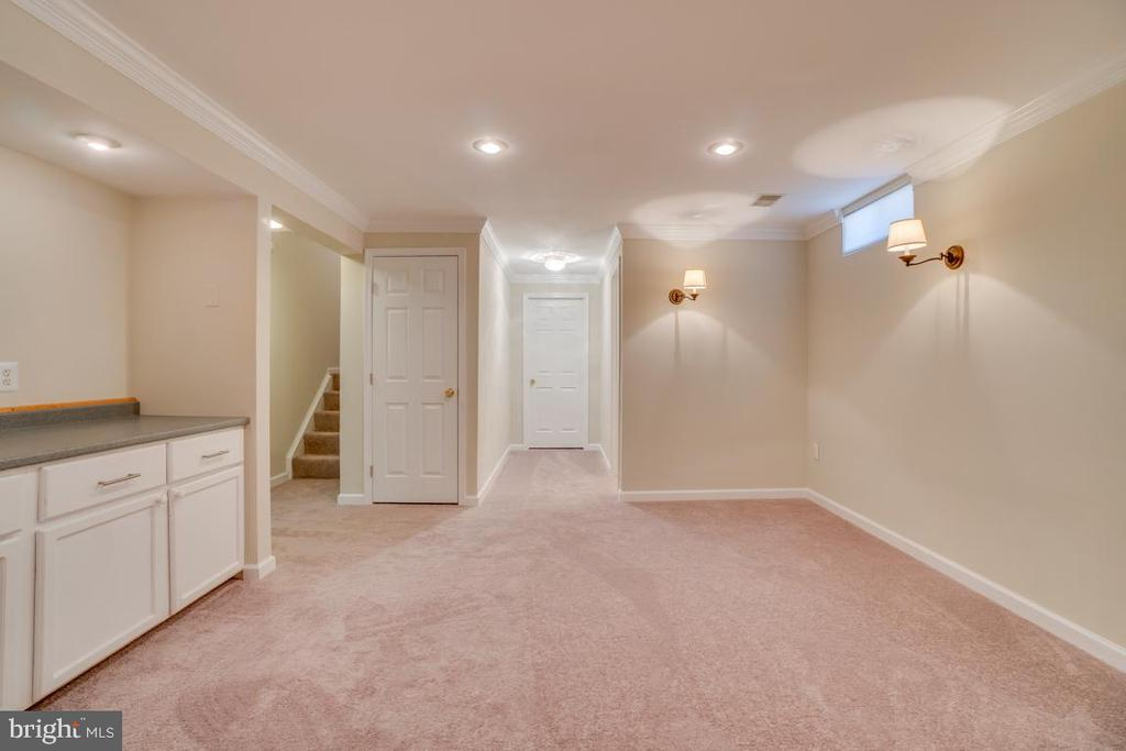 Recreational Room w/ New Carpet and Paint - 31 FULTON DR, STAFFORD