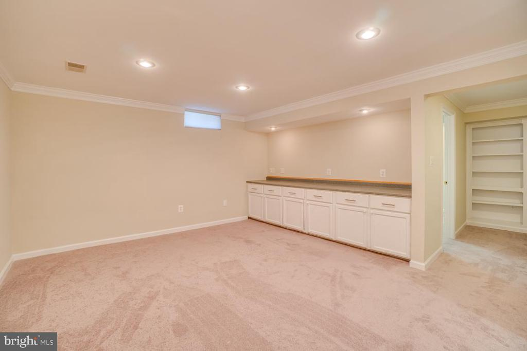 Recreational Room with Built-ins - 31 FULTON DR, STAFFORD